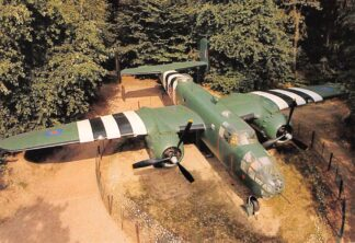 Ansichtkaart Overloon Nationaal Oorlogs- en Verzetsmuseum B25 Mitchell-Bommenwerper USA Militair Vliegtuigen HC26487