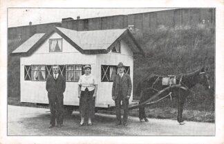 Ansichtkaart Amersfoort Woonwagen met paard Met ons origineel Zwitsersch Alpenhuisje, door ons, als werkloozen vervaardigd, de hele wereld door! 1936 HC26547