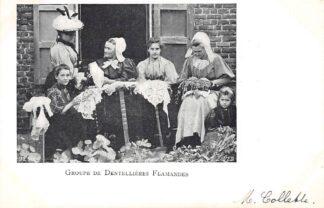 Ansichtkaart België Groep Belgische kantmaaksters 1900 Groupe de Dentellieres Flamandes Klederdracht Europa HC26575