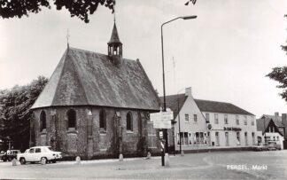 Ansichtkaart Eersel Markt met kerk en auto 1973 HC26726