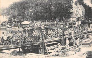 Ansichtkaart Gouda Hollandsche IJssel Ons Bruggendepot Schipbrug over den Ysel te Gouda Overtocht Militaire Wielrijders met muziek Militair 1923 HC26841