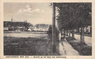 Ansichtkaart Oostvoorne aan Zee Gezicht op het dorp met Stationsweg Boer met kind in kruiwagen 1931 HC27444