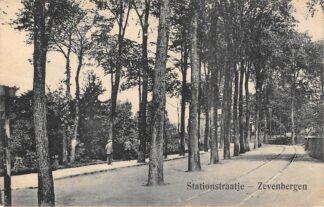 Ansichtkaart Zevenbergen Stationsstraatje met tramspoor Moerdijk HC28439