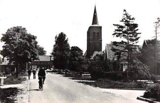 Ansichtkaart Wijk en Aalburg Bergstraat met Toren en Gemeentehuis HC28451