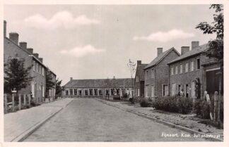 Ansichtkaart Fijnaart Kon. Julianastraat School 1953 HC28453