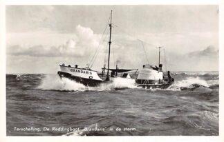 Ansichtkaart Terschelling De Reddingboot Brandaris in de storm 1958 Schepen Scheepvaart HC28559