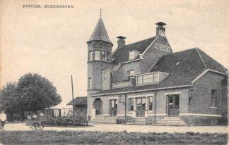 Ansichtkaart Bodegraven Station met trein en Melkboer Koperen Kan Spoorwegen HC28770