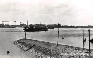 Ansichtkaart Krimpen aan de Lek Riviergezicht Binnenvaart schepen en scheepswerf HC28820