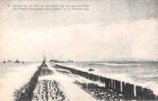 Ansichtkaart Hoek van Holland Gezicht op de Pier en het Wrak van het aan den Hoek van Holland verongelukte S.S. Berlin op 21 Februari 1907 Schepen Scheepvaart HC29040
