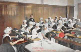 Ansichtkaart Amsterdam Burger Weeshuis Linnen naailes weesmeisjes Kind HC29304