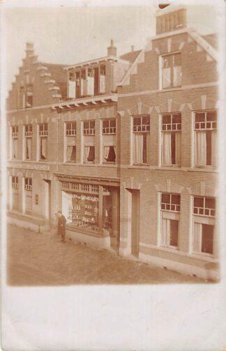Ansichtkaart Hillegom Fotokaart Bank en Effectenzaak Winkel in Chemicaliën 1913 HC29596