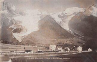 Ansichtkaart Zwitserland Chamonix Village et Glacier des Bossons Station Trein Spoorwegen Schweiz Suisse Switzerland Europa HC29782