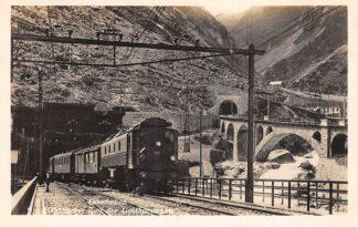 Ansichtkaart Zwitserland Göschenen Elektrischer Zug 12311 der Gotthardbahn Trein Spoorwegen Schweiz Suisse Switzerland Europa HC29789