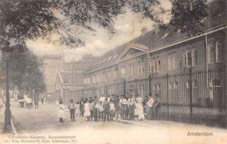 Ansichtkaart Amsterdam Sarphatistraat Cavalarie - Kazerne met volk Militair HC29931