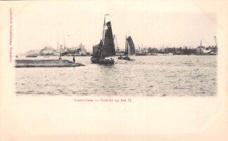 Ansichtkaart Amsterdam Gezicht op het IJ Binnenvaart en zee schepen Scheepvaart HC29990