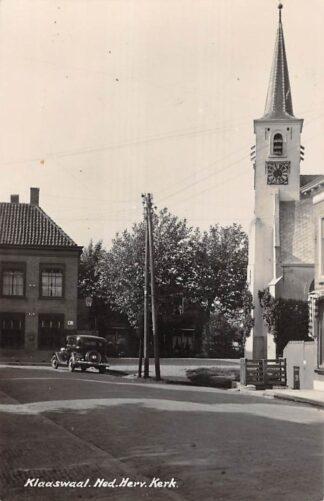 Ansichtkaart Klaaswaal Ned. Hervormde Kerk met auto Newo fotokaart 1941 Hoeksche Waard HC30453